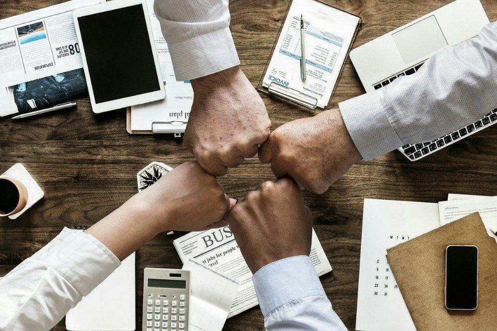 Van collega's naar een team het is zoals werken aan een relatie